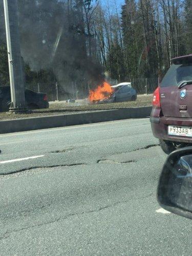 В Петербурге иномарка врезалась в «Газель» и загорелась водитель погиб (1).jpg