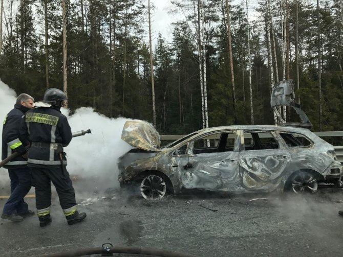На ЗСД после аварии сгорел автомобиль (2).jpg