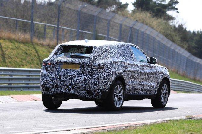 Новый Jaguar E-Pace проходит тесты на Нюрбургринге (4).jpg
