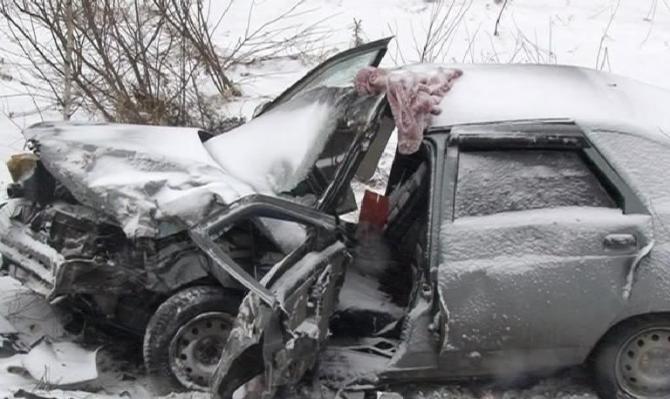 В Шарьинском районе из-за выехавшей на встречку Infiniti погибла водитель ВАЗ-2112
