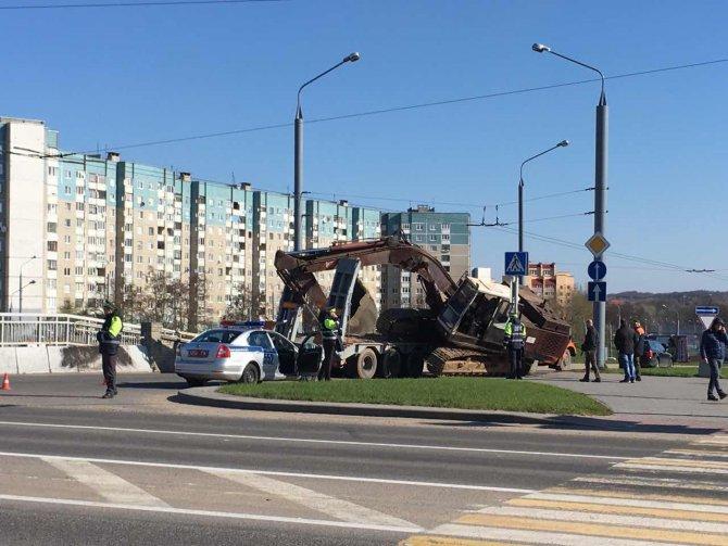 В Гродно сегодня, 18 апреля, около 9 часов утра упал экскаватор