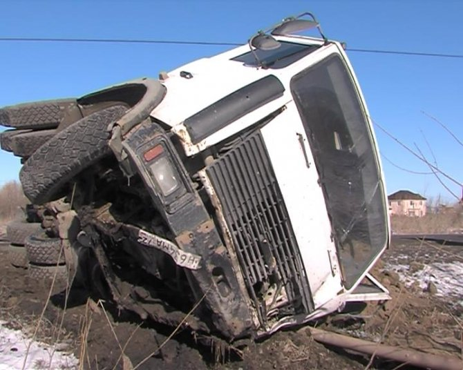 В ДТП с грузовиком под Тюменью погибли два человека (4).jpg