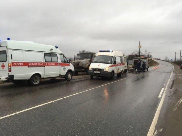 В Красном Бору в брошенный грузовик врезалась «Лада» есть пострадавшие (5).jpg
