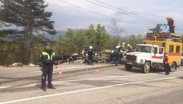 ДТП с двумя погибшими под Алуштой грузовик раздавил легковушку (1).jpg