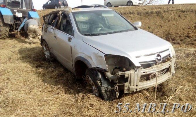 В ДТП под Омском погиб водитель опрокинувшегося автомобиля.jpg