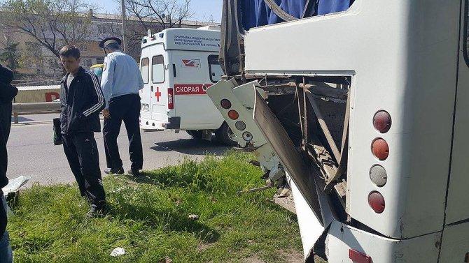 В Крыму в ДТП с двумя автобусами пострадали более 10 человек (5).jpg