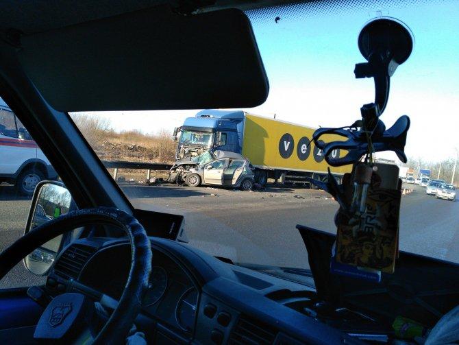 В ДТП с грузовиком на Колпинском шоссе погибли три женщины (1).jpg