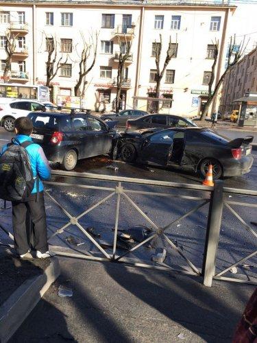 В Петербурге в ДТП на проспекте Стачек пострадали два человека (7).jpg