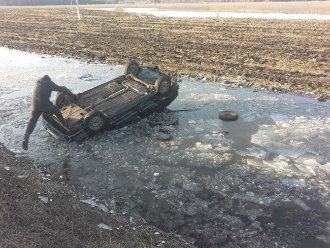 В Татарстане погиб молодой водитель перевернувшегося автомобиля (4).jpg