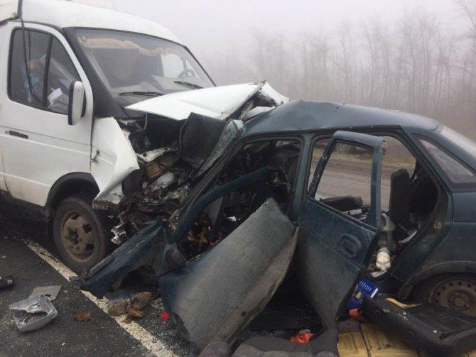 В ДТП с грузовиком под Саратовом погибли трое взрослых и ребенок (2).jpg