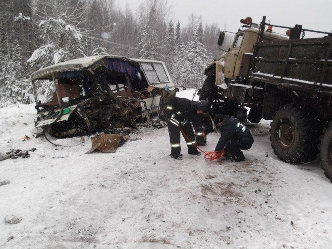 В Коми в ДТП с автобусом и грузовиком пострадало 37 человек, один погиб, 17 апреля