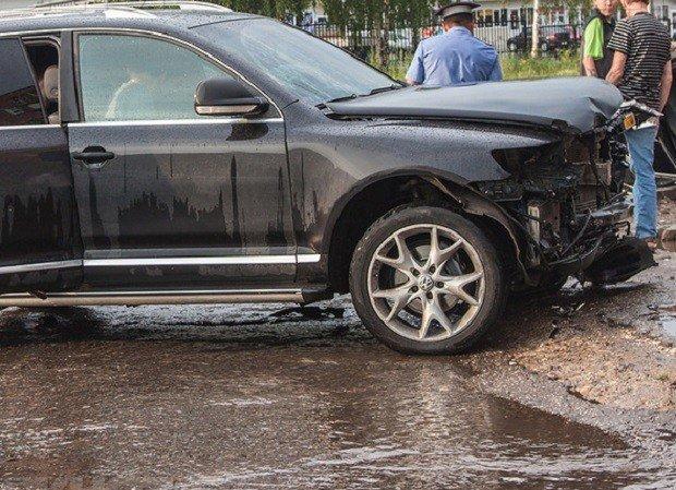 Под Ростовом при резком повороте машины выпала пассажирка – женщина погибла.jpg