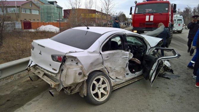 Два человека погибло в результате ДТП с участием трех автомобилей, случившегося сегодня, 8 апреля, на проспекте Мира в Южно-Сахалинске