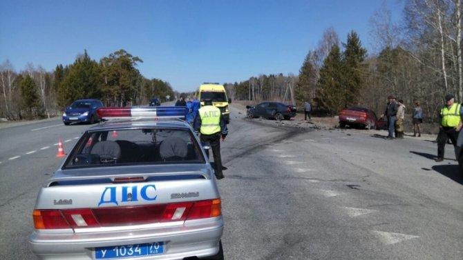 В ДТП с тремя автомобилями под Томском погиб водитель ВАЗа.jpg