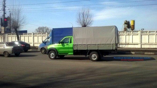 Новый фургон УАЗ «Карго» был замечен на тестах (2).jpg