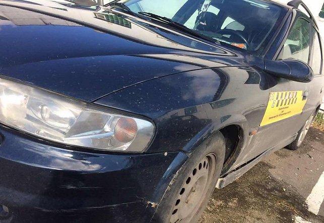 В Бресте пьяная пассажирка угнала такси из-за нехватки денег и попала в ДТП