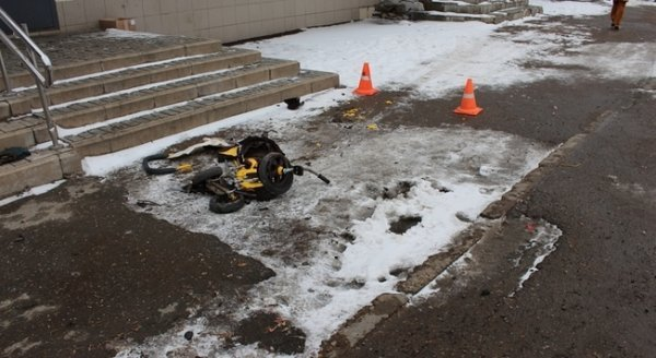 В Ижевске грузовик раздавил двухлетнего ребенка в коляске, пока отец ушел в бар (1).jpg