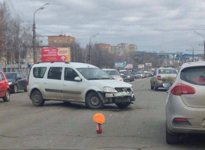 «Скорая» с беременной попала в ДТП в Ижевске.jpg