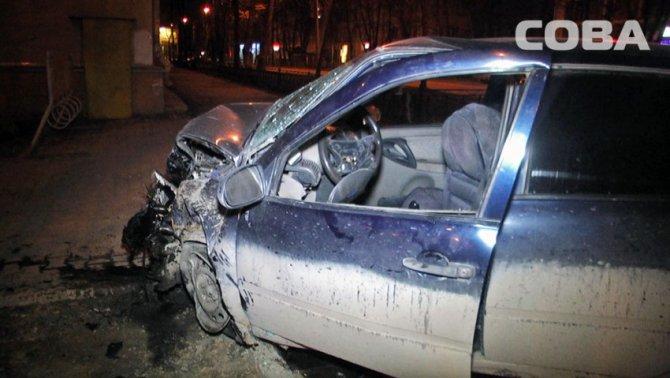 В ночном ДТП в Екатеринбурге пострадали четыре человека (4).jpg
