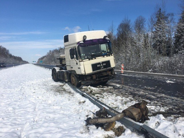 Российский тягач с цистерной масла попал в ДТП на литовской трассе