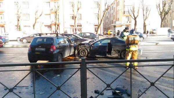 В Петербурге в ДТП на проспекте Стачек пострадали два человека (5).jpg