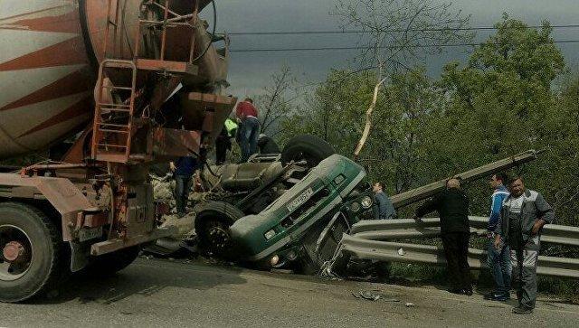 ДТП с двумя погибшими под Алуштой грузовик раздавил легковушку (5).jpg