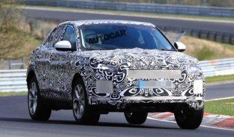 Новый Jaguar E-Pace проходит тесты на Нюрбургринге