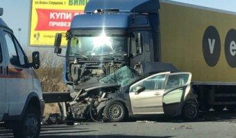 В ДТП с грузовиком на Колпинском шоссе погибли три женщины