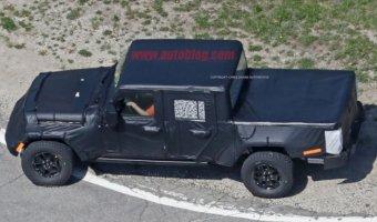 Снимки нового поколения пикапа Jeep Wrangler попали в Сеть
