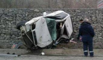 Во Владивостоке в ДТП разбилась Toyota RAV4