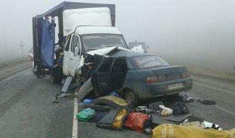 В ДТП с грузовиком под Саратовом погибли трое взрослых и ребенок