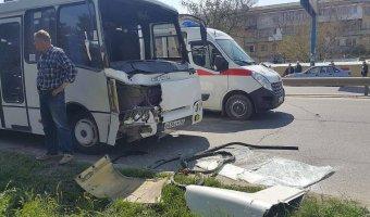 В Крыму в ДТП с двумя автобусами пострадали более 10 человек