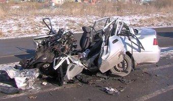 В ДТП с грузовиком под Тюменью погибли два человека