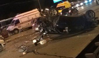 ВОмске серьезная авария с«перевертышем», есть пострадавшие