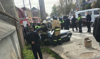 В Махачкале автомобиль вылетел на тротуар: погибли два человека