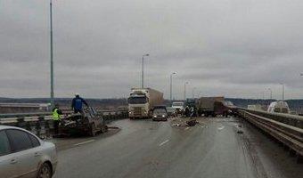 В Перми в ДТП на Красавинском мосту погибли два человека