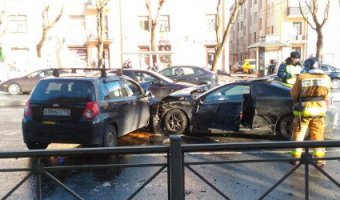 В Петербурге в ДТП на проспекте Стачек пострадали два человека