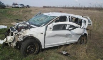 Под Волгоградом водитель Renault Sandero вылетел с дороги - двое погибших