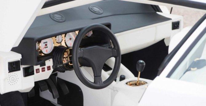 Lamborghini Countach 5000 с золотыми вставками продадут на аукционе (9).jpg