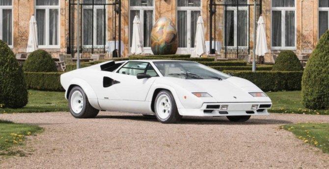 Lamborghini Countach 5000 с золотыми вставками продадут на аукционе (12).jpg