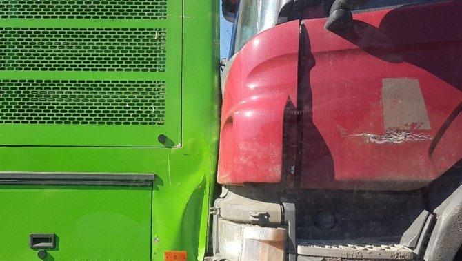 Фура врезалась в пассажирский автобус под Петербургом (5).jpg