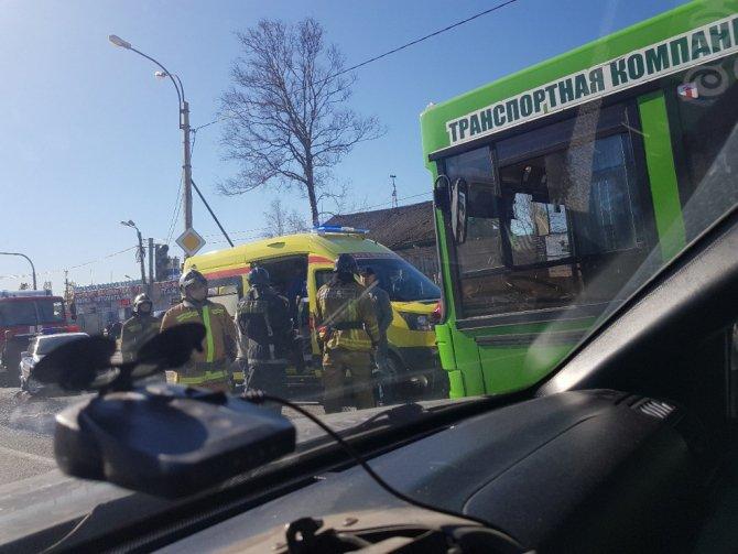 Фура врезалась в пассажирский автобус под Петербургом (1).jpg
