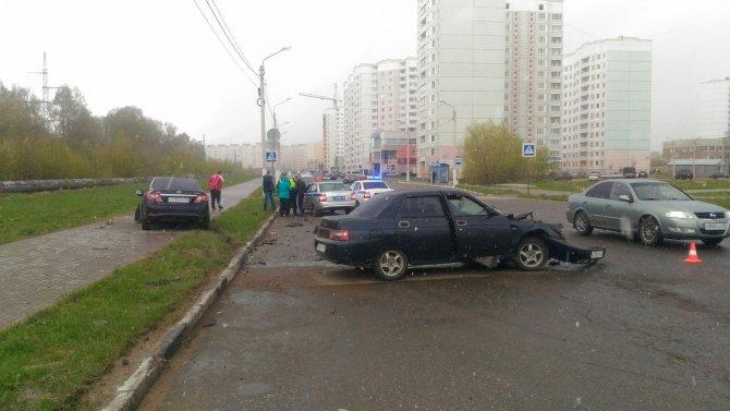 В ДТП в Твери пострадали два человека (3).jpg