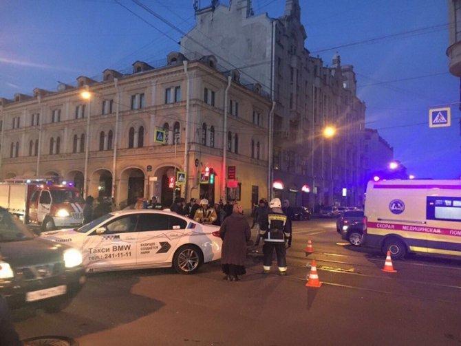 В Петербурге в ДТП серьезно пострадала мотоциклистка (2).jpg