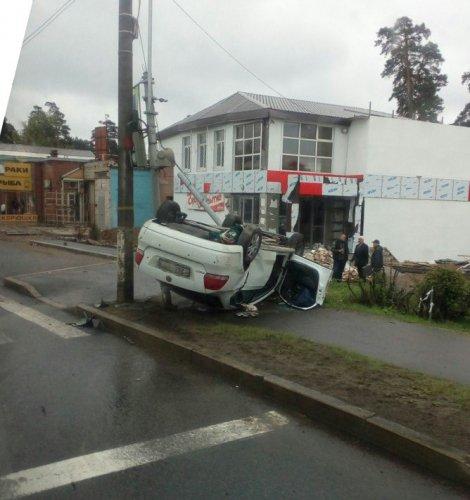 В ДТП на Приморском шоссе опрокинулась иномарка (2).JPG