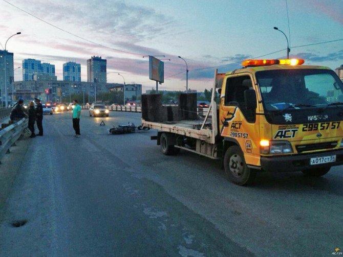 Пассажир мотоцикла погиб в ДТП в Новосибирске (3).jpg