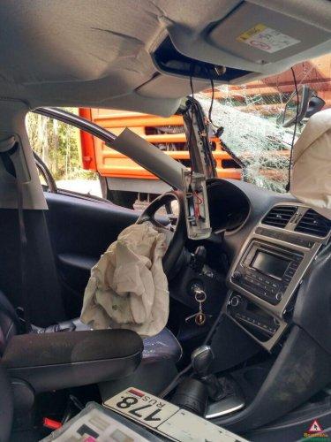 В Зеленогорске автоцистерна раздавила легковой автомобиль (1).jpg