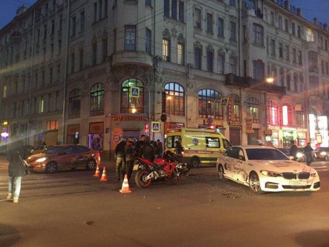 В Петербурге в ДТП серьезно пострадала мотоциклистка (1).jpg