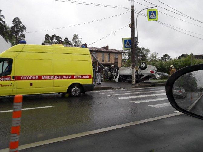 В ДТП на Приморском шоссе опрокинулась иномарка (1).JPG