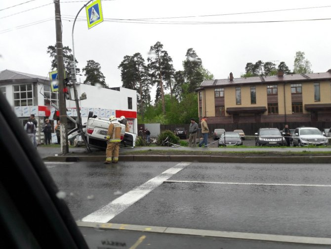 В ДТП на Приморском шоссе опрокинулась иномарка (3).JPG